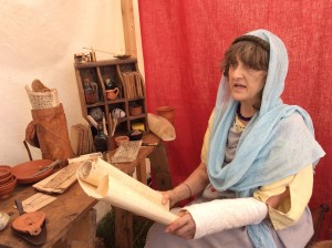 Roman lady from the Vicus explains Roman writing and writing equipment